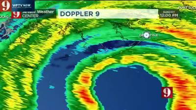 """Eye of """"extremely dangerous"""" Category 4 Hurricane Ida moves on shore"""